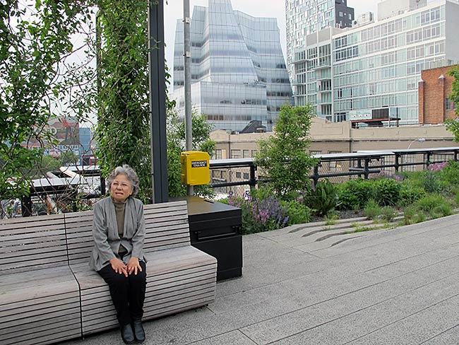 Shigeko Sasamori with Frank Gehry's IAC Building behind her
