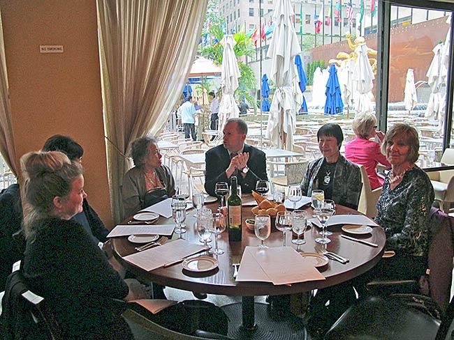 David Janes of the United States Japan Foundation hosts (l to r) Katheen Sullivan, Rieko Yamada, Shigeko Sasamori, Toshiko Tanaka and Cynthia Miller for dinner at Rockefeller Center (photo by Kathleen Sullivan)