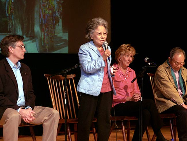 Shigeko Sasamori speaks as Clifton T. Daniel, Dr. Cynthia Miller and Jong-keun Lee listen