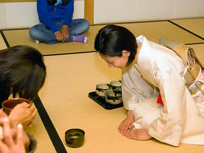 Students bow as tea is served