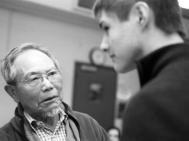 A student and Jong-keun Lee share a serious moment, May, 2013