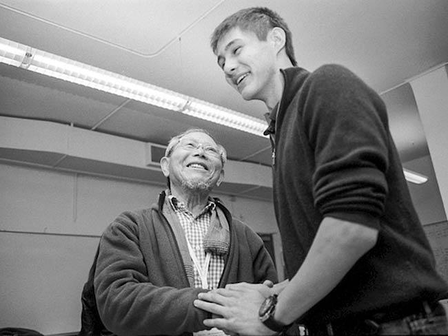 Jong-keun Lee shares a smile with a student, May, 2013