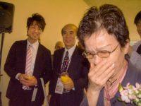 Junko Watanabe is moved to tears upon meeting the family of Sadako Sasaki
