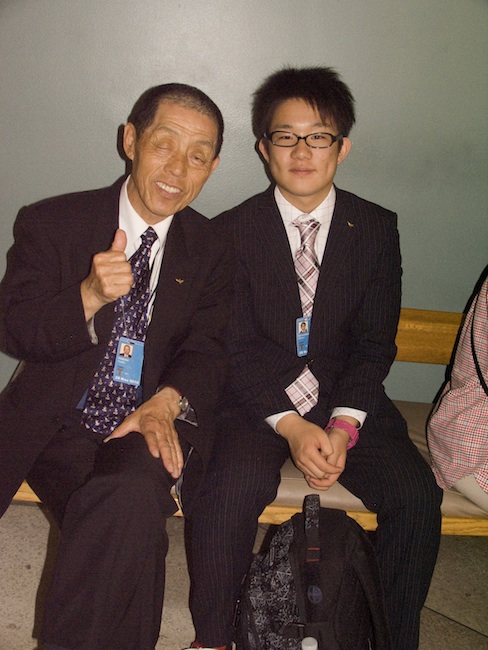 Nagasaki hibakusha with a visiting Nagasaki high school student