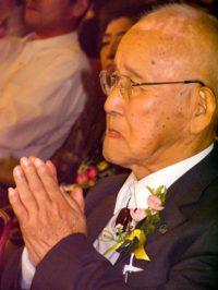 Takahashi Morita listens to Sakue Shimohara
