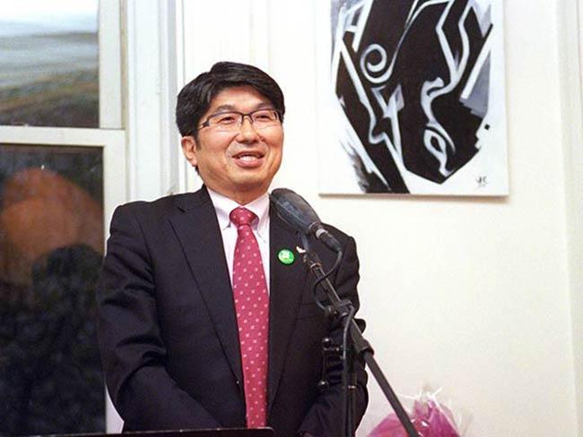 Mayor Tomihisa Taue