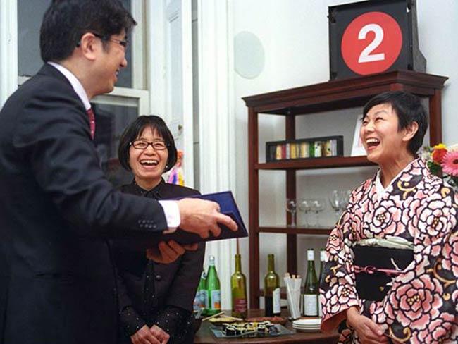Mayor Tomihisa Taue with Miyako Taguchi & Keiko Tsuyama