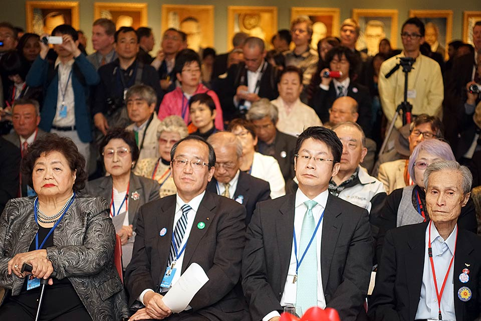 Setsuko Thurlow (L), Ambassador Toshio Sano, Sumiteru Taniguchi (R)